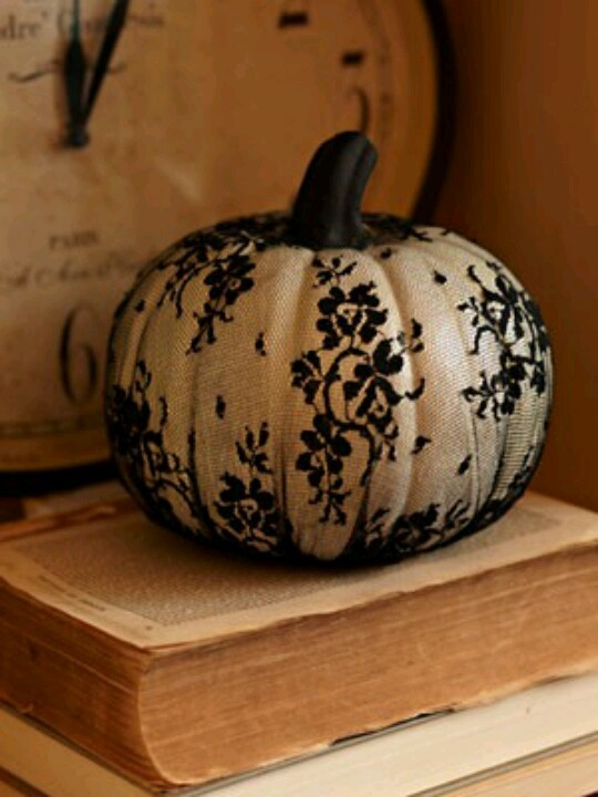 Lace pumpkin Halloween wedding theme