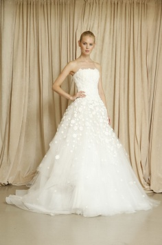 Oscar-de-la-Renta-Fall-2014-Bridal-Collection-Has-a-Change-in-Venue_01