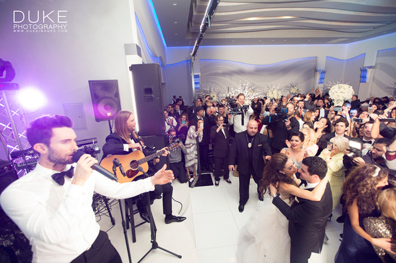 Maroon 5 crashes wedding