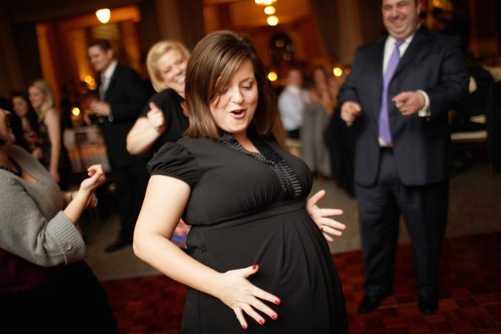 pregnant-wman-dancing